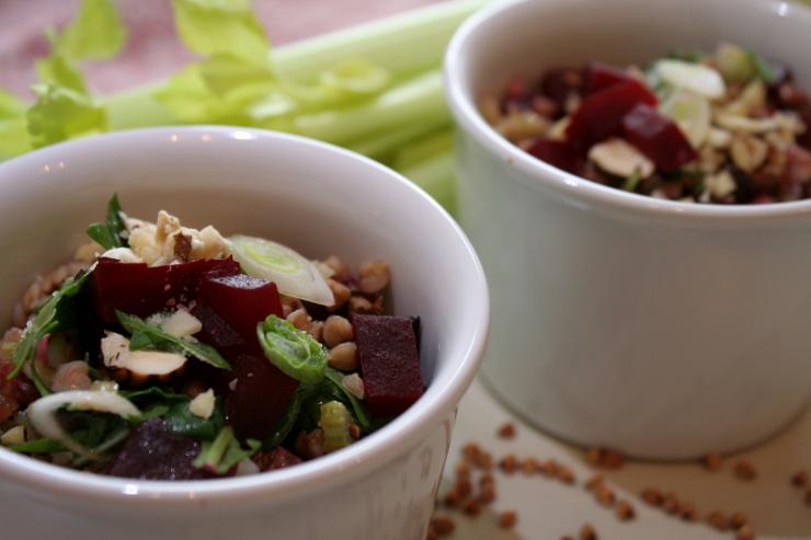 rote-bete-buchweizen-salat-zwei-schalen