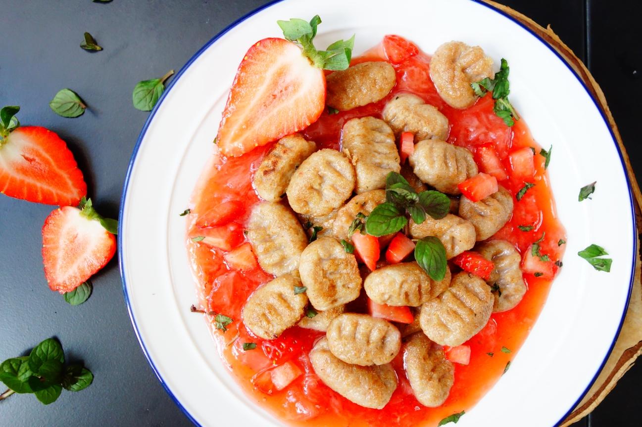 Galuschki mit Erdbeeren