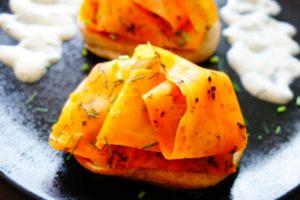 Karottenlachs mit Meerrettich Dip